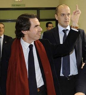 Aznar, peineta